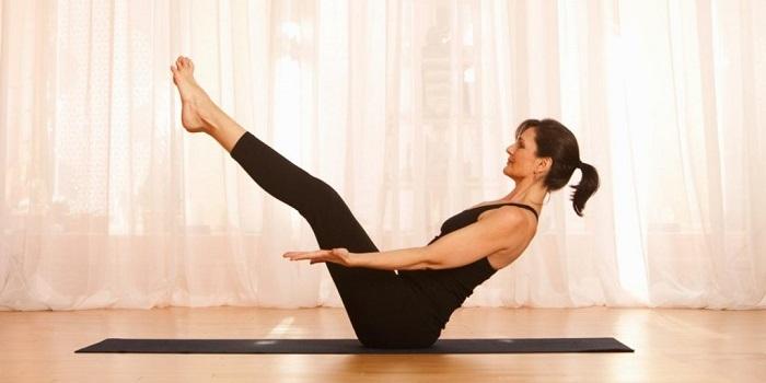 tap-yoga-giam-mo-bung-nhanh-chong-hieu-qua-tai-nha (4)